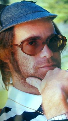 Elton John - 1975 Rock Of The Westies