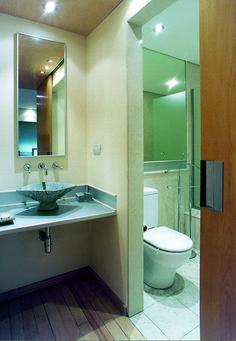 Cuando todos quieren usar el baño al mismo tiempo, lo ideal es tener  uno compartimentado.  La ventaja es grande: con...