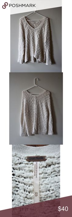 Free People Cream/White V-Neck Sweater Free People cream/white v-neck sweater, size XS, worn but in great condition Free People Sweaters V-Necks