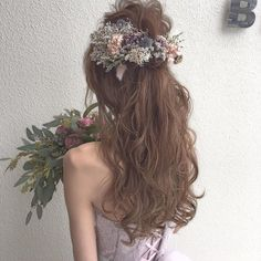 波ウェーブよりも華やか♡可愛い髪の巻き方伝授* | marry[マリー] Flower Crown Hairstyle, Crown Hairstyles, Boho Hairstyles, Wedding Hairstyles, Bridal Hairdo, Hairdo Wedding, Wedding Hair Pieces, Bridesmaid Hair, Prom Hair