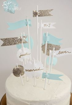 DIY turquoise wedding cake toppers #weddingideas #weddingdessert #DIYwedding #caketopper #weddingcake