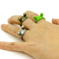 Cute Jewelry, Jewelry Accessories, Frog House, Frog Pictures, Cute Frogs, Frog And Toad, Accesorios Casual, Swagg, Biscuit