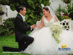 #bodaenacapulco Uno de los mejores hoteles para casarte en Acapulco es el hotel Las Brisas. BODA EN ACAPULCO. El hotel Las Brisas de Acapulco, cuenta con personal profesional en la organización y planeación de bodas, el cual te ofrecerá su asesoría para que la tuya sea perfecta y sólo te encargues de disfrutarla. Te invitamos a visitar la página oficial de Fidetur Acapulco, para obtener más información.