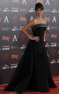 Penelope Cruz joins husband Javier Bardem for Goya Cinema Awards Hollywood Fashion, Hollywood Celebrities, Female Celebrities, Penelope Cruz, Evening Attire, Evening Dresses, Festivals, Hispanic Actresses, Beautiful Dresses