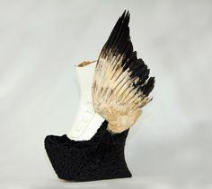 Diese Schuhwerke, die wie einige Stücke aus dem Naturmuseum aussehen, hat der japanische Schuhdesigner Masaya Kushino entworfen. Auf den ersten Blick sehen diese Modelle eher aus wie exotische Vogelarten,tatsächlich sind es aber Schuhe. Masaya Kushino der an der Kunsthochschule Istituto Marangoni in Mailand, Italien studierte, scheint eine Vorliebe für gefiederte Kreaturen zu haben. Für die(...)