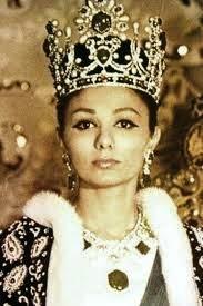 Als in 1959 de sjah van Perzië trouwt met Farah Diba, is hij al 18 jaar de sjah van zijn land, maar officieel gekroond tot sjah was hij ...