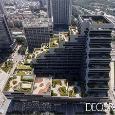 Empreendimento comercial Shenzhen Terra Office Building, localizado na China, reúne terraços privativos com jardins em cada um de seus níveis.