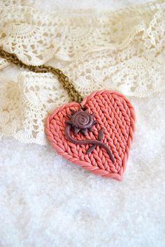 Heart Pink Knitted Pendant in Polymer Clay // Colgante de Corazón Rosa Tejido en Arcilla Polimérica (Fimo)