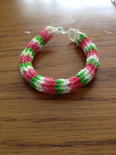 Hexafish rubber band bracelet. Cute Crafts For Teens, Crafts For Kids To Make, Rubber Band Crafts, Rubber Bands, Monster Tail Loom, Fishtail Bracelet, Christmas Trees For Kids, Friendship Bracelets Designs, Rubber Band Bracelet