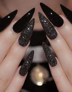 Best Black Stiletto Nails Designs For Your Halloween Black nails; Best Black Stiletto Nails Designs For Your Halloween Black nails; black and w Dark Nail Polish, Dark Nails, Long Nails, Long Black Nails, Black White Nails, Short Nails, Black Wedding Nails, Cute Black Nails, Matte Black