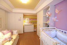 Se for o caso de quarto para bebês do sexo menina, você deverá escolher a cor e todos os outros itens cautelosamente