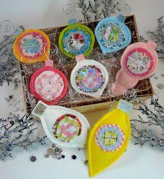 Retro Glittery Christmas ornaments E Pattern