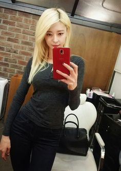 Hello Venus' Nara, Self Photo Shoot? Ant Waist + Body Curves http://www.kpopstarz.com/articles/149184/20141210/hello-venus-nara-self-photo-shoot-ant-waist-body-curves.htm