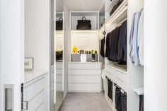 In fashion designer Jeffrey Dodd's master bedroom's walk-in closet, an all-white modern design is punctuated by artwork above the perfume shelf, which is by Agnes Martin. New York Penthouse, Manhattan Penthouse, Closet Space, Walk In Closet, Master Closet, Master Bedroom, Closet Shelves, Closet Storage, White Apartment