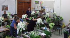 """""""Euro"""" hand-tied & cascading bouquet workshop with René van Rems AIFD - Debby Di Bella - Picasa Web Albums  Students hard at work on their cascading bouquets."""