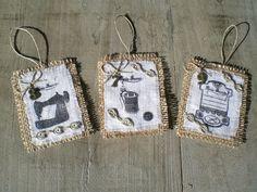 Etiquettes thème couture en toile de jute avec tissu blanc et dentelle : Accessoires de maison par l-atelierlesmursontunehistoire