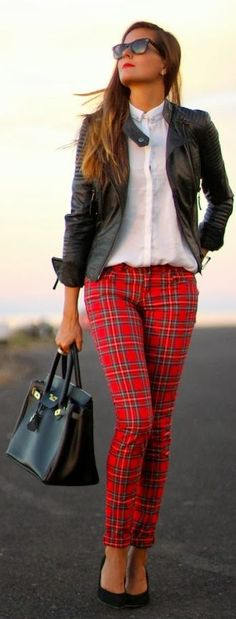 Try plaid tartan pants this fall to stay on trend. #fashion #printedpants
