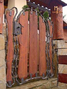 Gorgeous Iron and Wooden Garden Gate Decoration Ideas - Home & Garden Metal Gates, Wooden Gates, Iron Gates, Wooden Garden Gate, Garden Doors, Gate Decoration, Cool Doors, Steel Art, Iron Work
