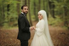 You will find different rumors about the history of the wedding dress; Muslim Girls, Muslim Couples, Muslim Women, Wedding Photoshoot, Wedding Shoot, Simple Hijab, Muslim Wedding Dresses, Mode Hijab, Hijab Fashion