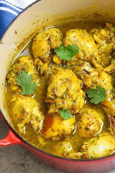 Trinidad Curry Chicken, Easy Chicken Curry, Jamaican Curry Chicken, Caribbean Curry Chicken, Best Chicken Curry Recipe, Indian Chicken Curry, Chicken Roti Recipe, Indian Chicken Dishes, Shrimp Curry
