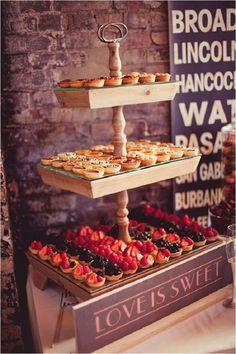 rustic pie bar wedding decor / http://www.deerpearlflowers.com/rustic-pie-wedding-dessert-ideas/2/