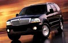 This is a 2005 Lincoln Aviator. I wld love to own one again. :-)