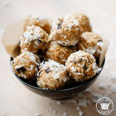 Power bites: 1 C dry old-fashioned oats - C toasted coconut flakes - C peanut butter - C ground flaxseed - C dark chocolate chips - C honey or maple syrup - 1 Tsp vanilla extract - C Vanilla Chobani Greek Yogurt Healthy Recepies, Good Healthy Recipes, Healthy Desserts, Real Food Recipes, Snack Recipes, Healthy Food, Skinny Recipes, Running Food, Greek Yogurt Recipes