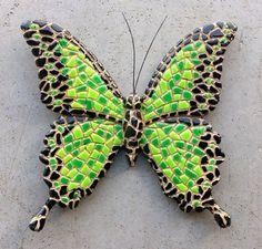 Groen-zwarte vlinder magneet - Vlinder mozaiek Mozaiek vlinder met magneet aan de achterzijde. Leuk voor op de koelkast, handig voor op kantoor. Breedte 8 cm. Wordt geleverd in doorzichtige gesch... Mosaic Artwork, Mosaic Wall Art, Tile Art, Mosaic Glass, Mosaic Tiles, Mosaics, Butterfly Mosaic, Mosaic Flower Pots, Glass Butterfly