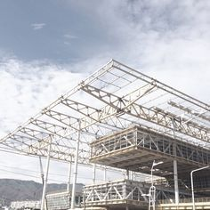 Learn All About Metal Roofing Materials Here. Cantilever Architecture, System Architecture, Architecture Details, Modern Architecture, Steel Structure Buildings, Roof Structure, Building Structure, Steel Trusses, Roof Trusses