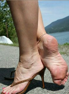 Sexy Legs And Heels, Hot High Heels, Sexy Sandals, Bare Foot Sandals, Feet Soles, Women's Feet, Beautiful Toes, Sexy Toes, Female Feet
