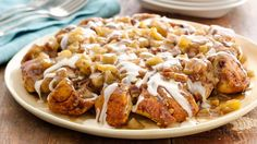 Upside-Down Cinnamon-Apple Coffee Cake. Top off cinnamon rolls with apples before baking for a simple fall twist on sticky buns. Pillsbury Cinnamon Rolls, Apple Cinnamon Rolls, Pillsbury Recipes, Cinnamon Cake, Cinnamon Swirls, Cinnamon Coffee, Apple Breakfast, Breakfast Bake, Breakfast Ring