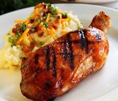 Coxa e sobre-coxa de frango assada e caramelizada