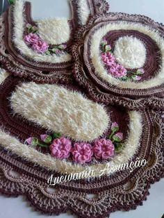Crochet Flower Patterns, Crochet Doilies, Crochet Flowers, Crochet Carpet, Crochet Home, Fabric Crafts, Sewing Crafts, Crochet Beach Bags, Crochet Scrubbies