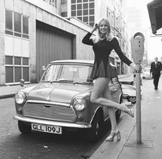 Jenny Clare next to her Leyland Mini 1972 … – Oldtimer – Motorrad Mini Morris, Mini Cooper Noir, Sexy Cars, Hot Cars, Sexy Autos, Up Auto, Auto Rent, Small Cars, Classic Mini