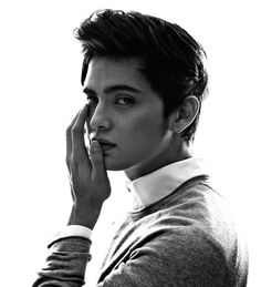 The ultimate bae. He's the multimedia prince. Living for his ig feed omg. Movie Talk, James Reid, Nadine Lustre, Jadine, Young Actors, King James, Pinoy, Mom And Dad, Baby Love