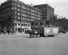 Károly körút (Károly király út) a Deák Ferenc térről nézve, balra a Király utca torkolata.