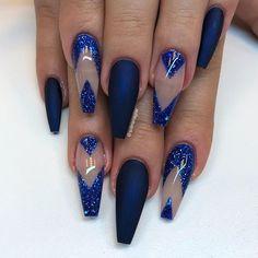 """""""Midnight Blue"""" i matt tillsammans med det blåa glittret från min kollektion👌🏼"""