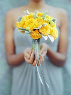 """""""Purpura del jardín,pompa del prado/gema de primavera,ojo de Abril"""" .Entonces ocurrió la revelación.Marino vio la rosa,como Adán pudo verla en el Paraíso..""""(Rosa Amarilla,Prosa de Borges)"""