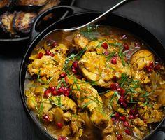 Bjud på härlig gryta från mellanöstern med denna persiska kyckling. Den karaktäristiska smaken får du av spiskummin, saffran och syrlig lime. Ställ fram din aromatiska gryta beströdd med granatäpple och persilja tillsammans med bulgur och aubergine.
