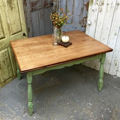 This is our cute break table. It expands for when we do our furniture painting workshops. Listed in our Etsy Shop is a similar one we can refinish like this for you #countrychic #farmhousetable #vintagehipdecor