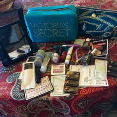 NWT VS Bag + Estée Lauder Bag/mirror/NEW makeup! 2 Bags, NWT VS Bag, EUC Estée Lauder bag. mirror w/ case,Clinique Chubby Stick Lip Tint, Clinique duo eyeshadow w/ blush, VS Heavenly lotion, sm tube rosemary eucalyptus body cream, nail trimmers, black eyeliner, 3 nail polishes, sm bottles of Estée resilience eye lift, age re-new eye crm, resilience lift, 2 Lancôme Genifique, shampoo & cond pack, Clinique repairwear & MKay samps. All NEW! Pull on zip missing from Estée Bag, so I added NWT VS…