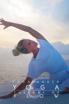 """Yoga als """"living prayer"""": es geht nicht darum, wie kompliziert unsere Yogahaltungen sind!  Welche Energie legen wir in unsere Bewegungen? Welche Hingabe? Wie präsent und gegenwärtig sind wir?  #yogabadenbeiwien #chiaradina #achtsamkeit #yoga"""