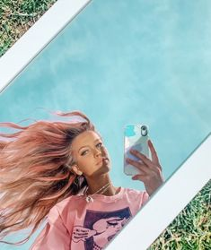mirror selfie , outside , spring , hair Cute Poses For Pictures, Picture Poses, Photo Poses, Aesthetic Photo, Aesthetic Pictures, Creative Photography, Photography Poses, Outdoor Mirror, Selfie Quotes