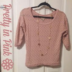 Dusty pink 3/4 sleeve sweater This beautiful, dusty rose pink 3/4 sleeve sweater is perfect to dress up for work or down with your favorite pair of jeans! Brand is Decree, size medium. Any questions please ask! Decree Sweaters Crew & Scoop Necks