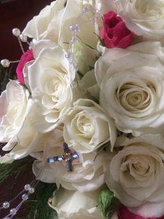 Sentimental cross on a pretty spring wedding bouquet  #thewillowsbywehr 330.482,2223  Columbiana ohio