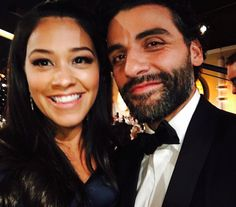 Pin for Later: America Ferrera Takes the Prize For Best Golden Globes Selfie Gina Rodriguez and Oscar Isaac