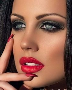 Lovely Eyes, Most Beautiful Faces, Stunning Eyes, Beautiful Lips, Beautiful Women, Beautiful Pictures, Red Lip Makeup, Sexy Makeup, Makeup Looks