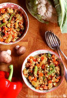 De Happy and healthy variant op traditionele nasi! Een vitaminebom met bloemkool 'rijst', heel veel groenten en vooral veel smaak: lekker!