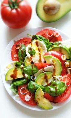 Salad Recipes, Vegan Recipes, Vegan Runner, Vegan Gains, Vegan Fish, Vegan Pizza, Easy Food To Make, Caprese Salad, Great Recipes