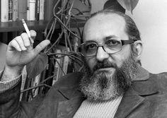 """Paulo Freire se oponía a la existencia de clases. """"Todos aprendemos de todos"""" era una de sus principales consignas donde la pedagogía se explica por analogía con la totalidad del mundo: ¿para qué leer? Para encontrar un lugar en el mundo participando. Ahí la acción política se convertía en herramienta.   http://revistareplicante.com"""